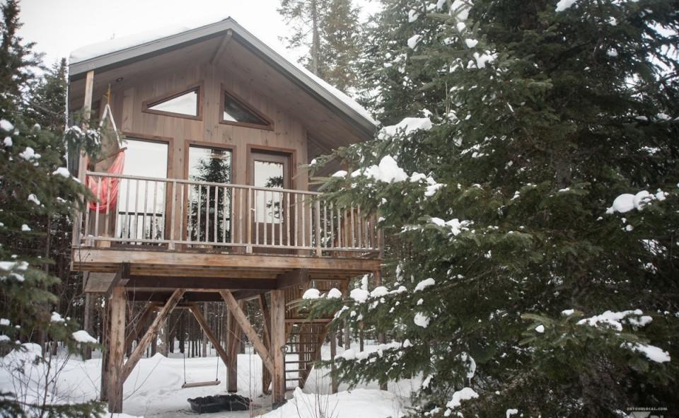 La vue de Laseth notre cabane en bois parfaite pour se perdre dans les bois québécois