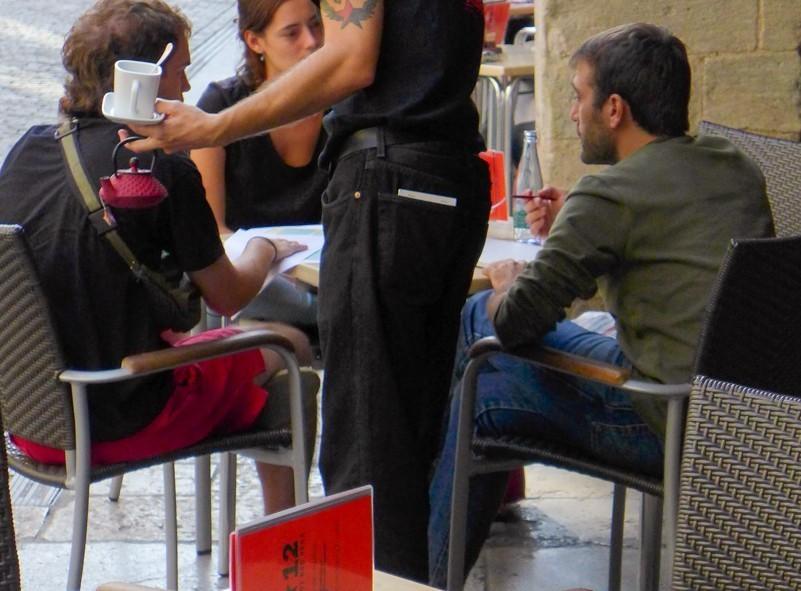 En terasse à Barcelone, il faut toujours garder son sac à porter de soi et visible en tout temps
