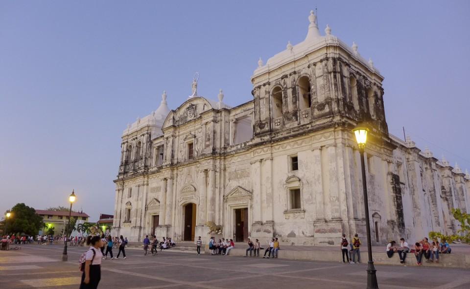 La cathédrale de la place centrale de Léon
