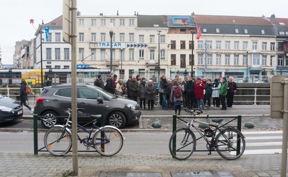 L'attrait pour le quartier est de plus en plus visible, comme on peut le constater avec le groupe de touriste aux abords de la station Comte de Flandres