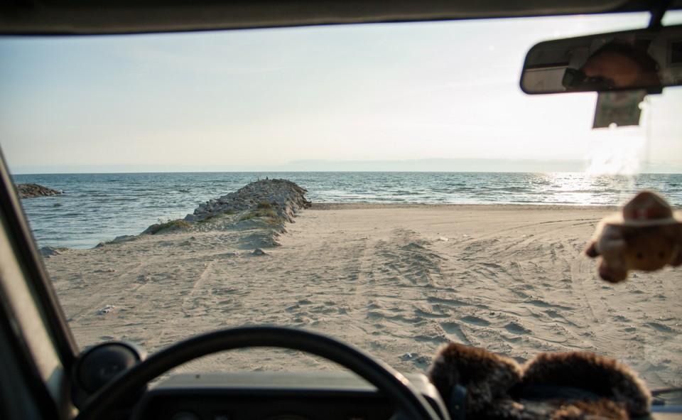 La vue sur la plage après une longue journée de route