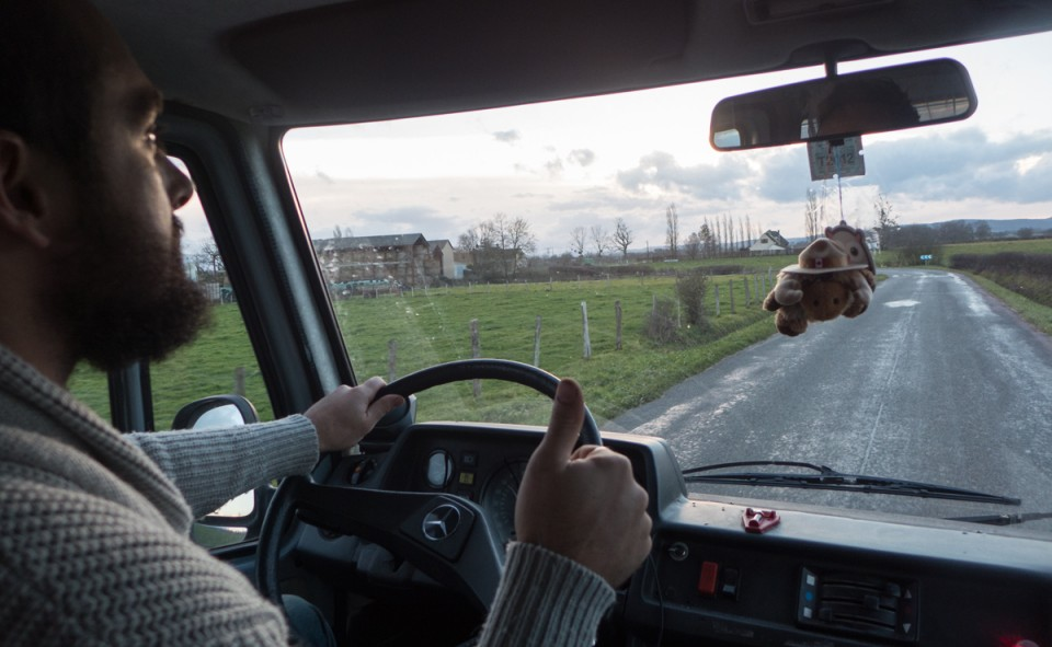 Chico le conducteur sur les routes de France avec Keekoh le van